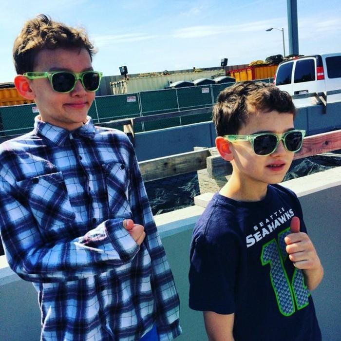 lunettes-soleil-enfant-deux-freres-sur-le-quai-resized