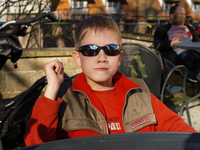 lunettes-soleil-enfant-ecolier-avec-ses-accessoires-resized