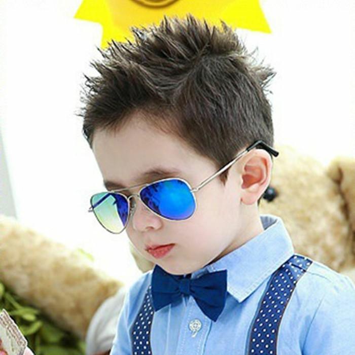 lunettes-soleil-enfant-gosse-a-la-cravatte-papillon-resized