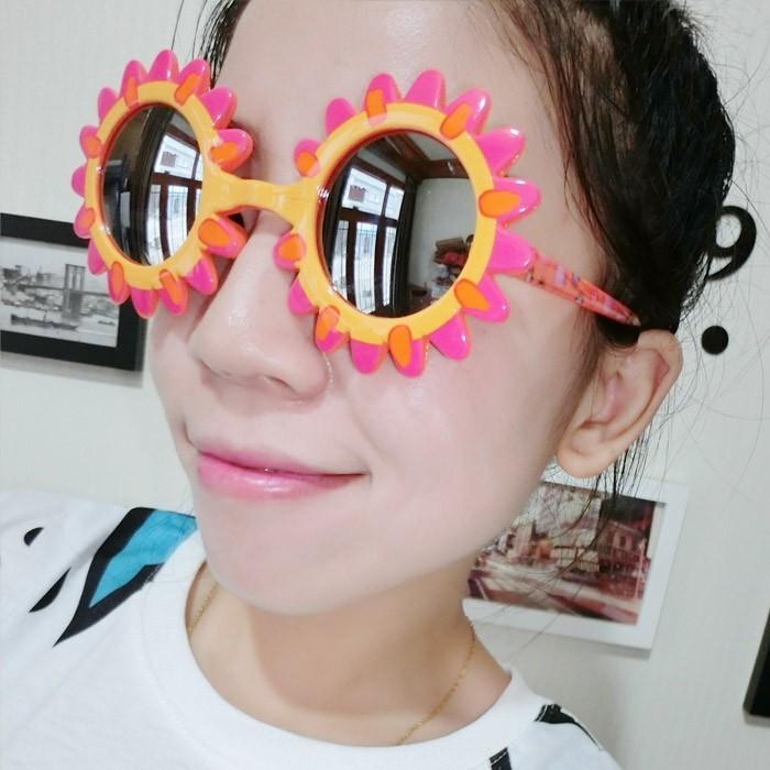 lunettes-soleil-enfant-grand-effet-amusant-resized