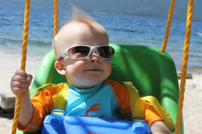 lunettes-soleil-enfant-ovales-couleur-argent-bebe-resized