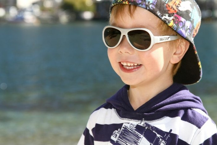 lunettes-soleil-enfant-petit-ange-bien-gai-resized