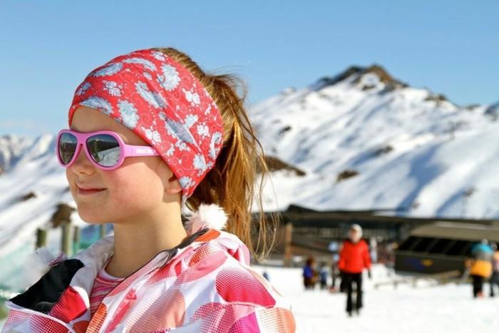 lunettes-soleil-enfant-pour-la-montagne-et-de-la-lumiere-forte-resized