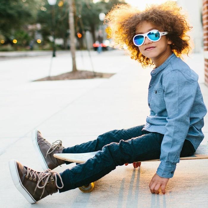 lunettes-soleil-enfant-skate-board-large sourire-heureux-resized