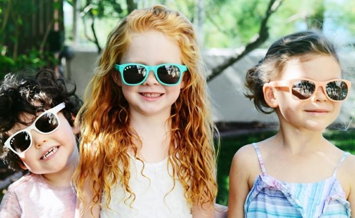 lunettes-soleil-enfant-trois-filles-cheveux-de-couleur-differente-resized