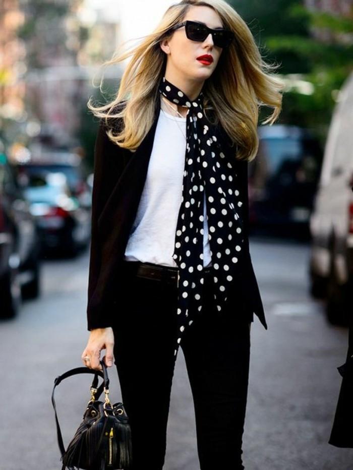 magnifique-fulard-à-points-blancs-pantalon-noir-femme-cheveux-blonds-tendances-de-la-mode