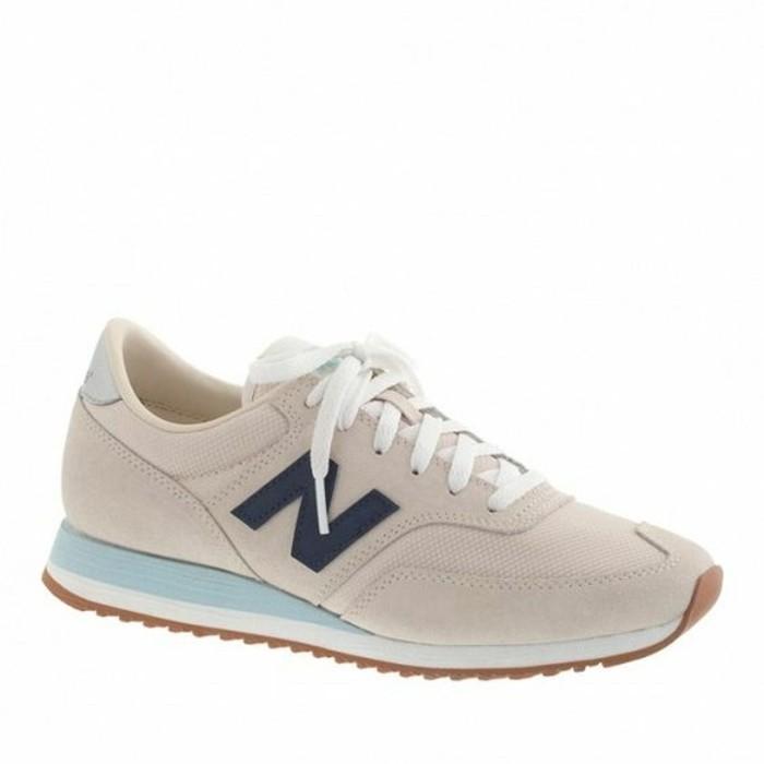 magnifique-modele-de-nike-sneakers-femme-de-couleur-beige-les-dernieres-tendances