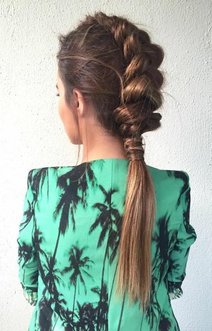 magnifique-pony-tail-les-meilleures-coiffures-de-cheveux-marrons-tendances-chez-les-coiffures