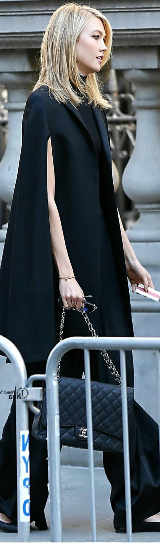 manteau-sans-manche-femme-tenue-de-jour-stylé-noir