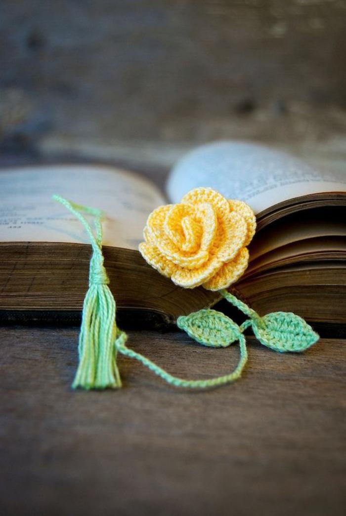 marque-page-original-fleur-jaune-marques-pages-en-tricot
