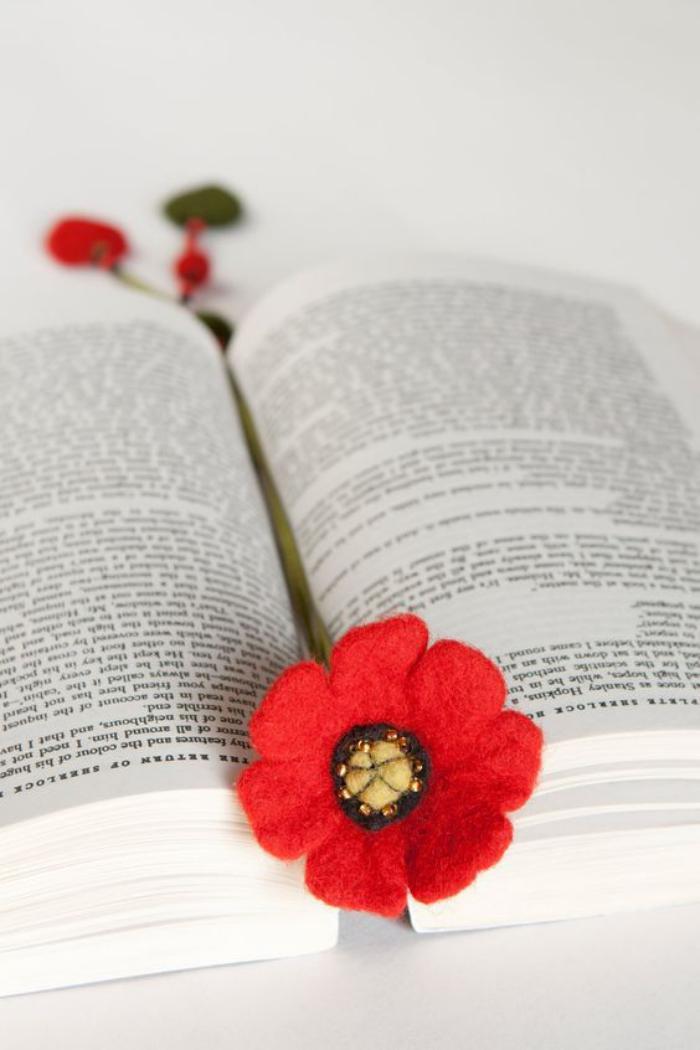 marque-page-original-fleur-rouge-feutrine-signet