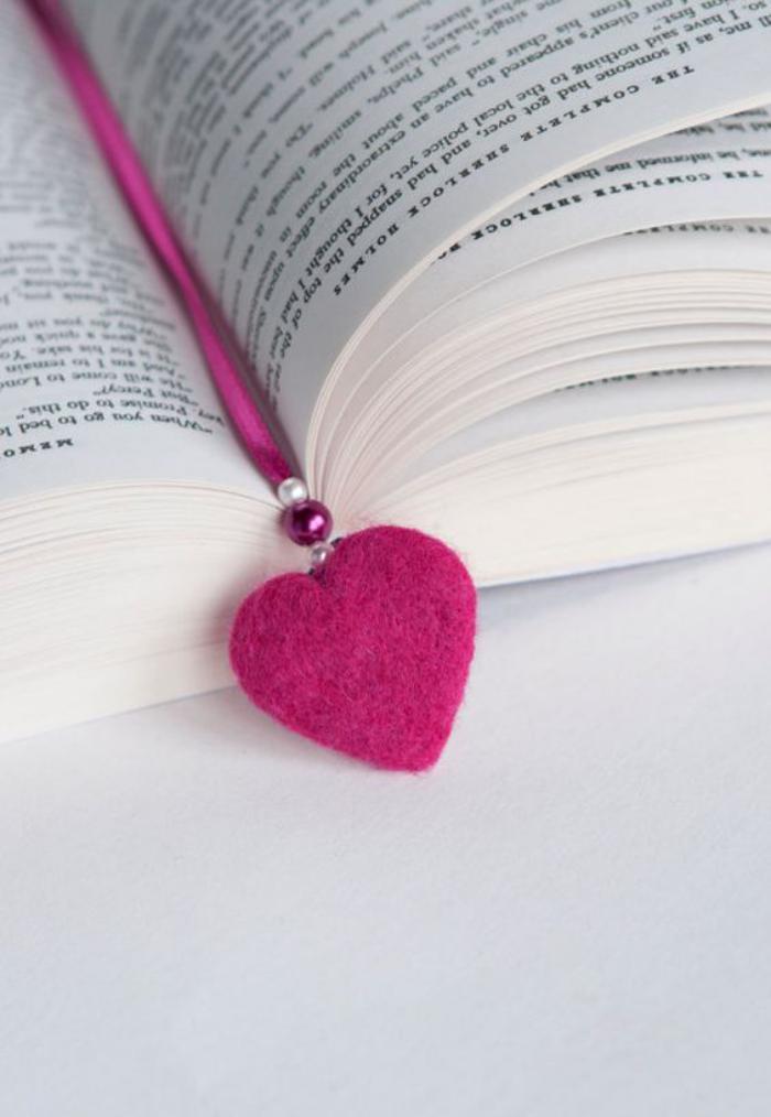 marque-page-original-marque-page-sympa-coeur-rose-feutrine