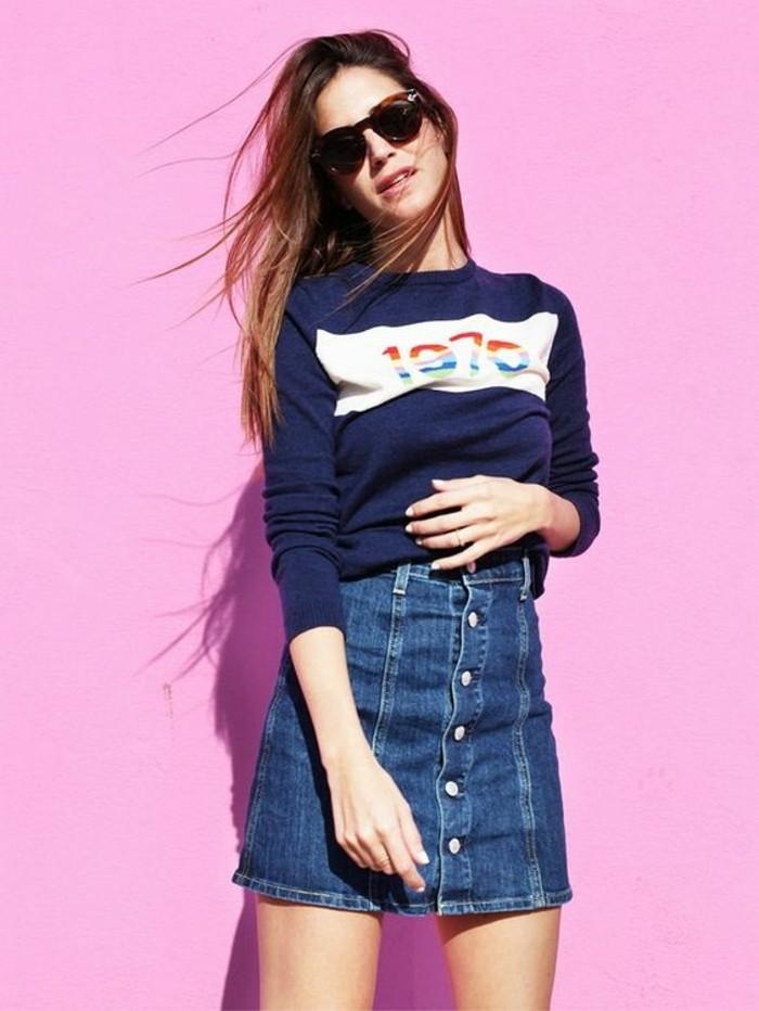 mini-jupe-jean-tendances-de-la-mode-jupe-courte-femme-lunettes-de-soleil