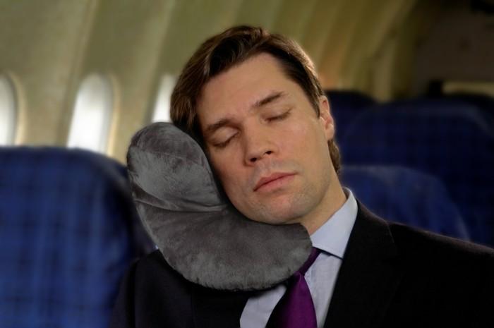 oreiller-ergonomique-de-voyage-coussin-nuque