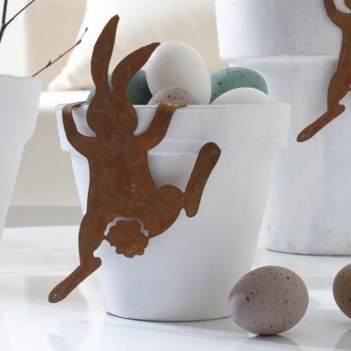 panier-de-paques-corbeille-à-oeufs-de-paques-avec-lapin