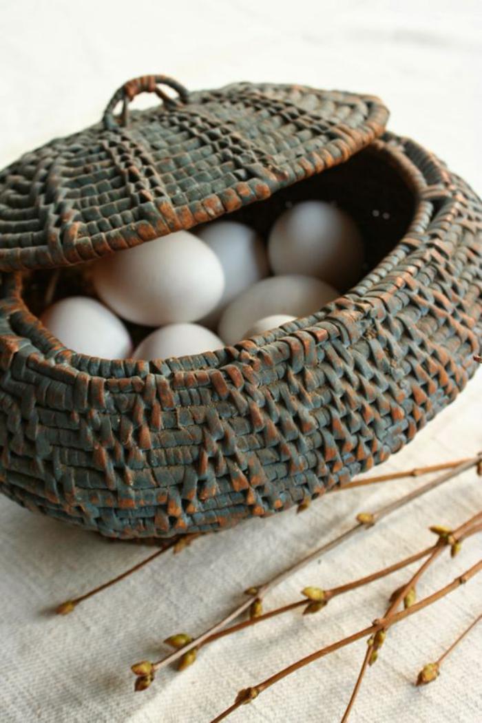 panier-de-paques-traditionnelle-pour-la-fete-du-printemps