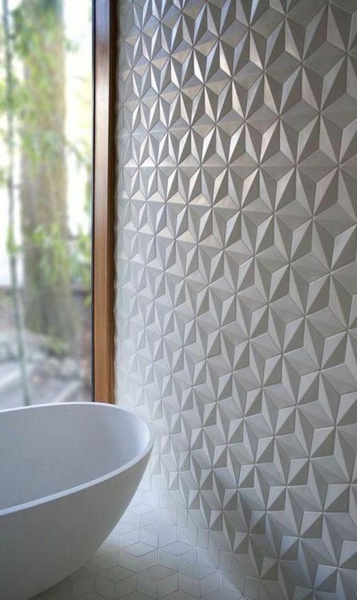 panneau-mural-salle-de-bain-murs-blancs-grande-baignoire-blanche