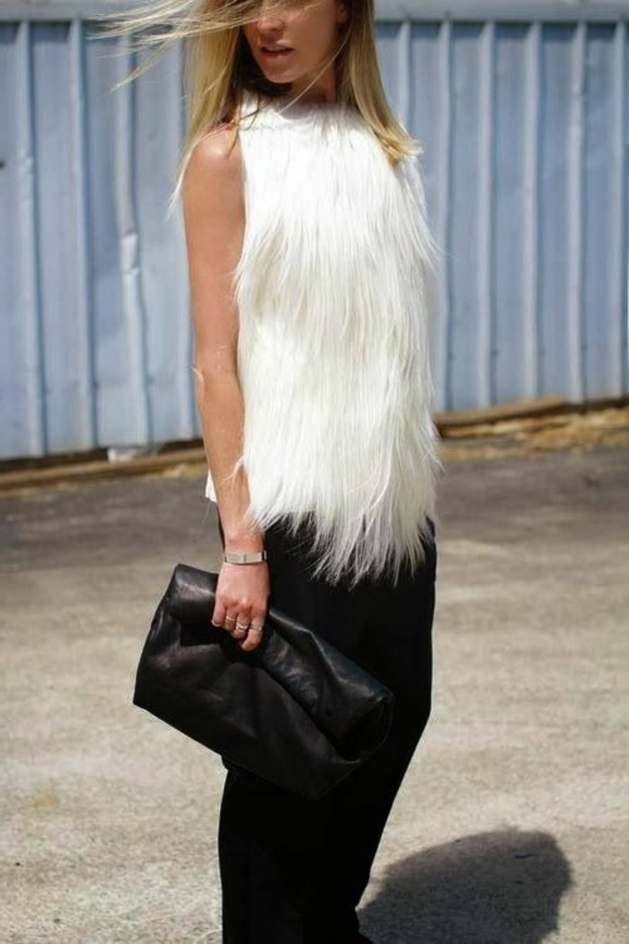 pantalon-noir-elegant-sac-a-main-en-cuir-noir-manteau-femme-sans-manches-fourrure-blanc
