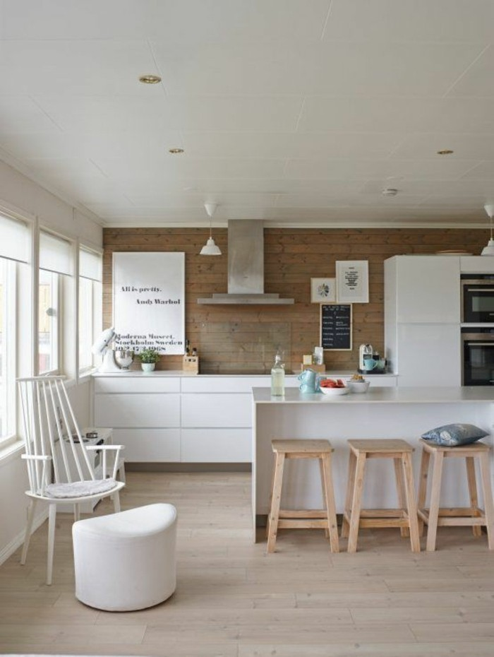 parquet-clair-petite-cuisine-comment-agrandir-sa-maison-astuces