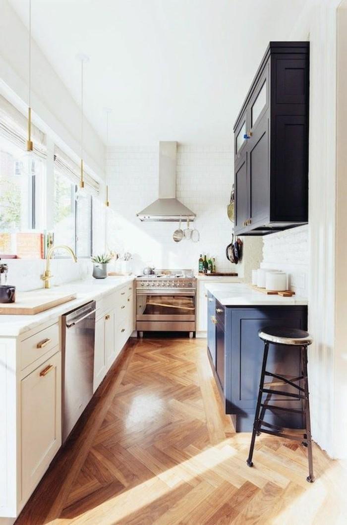 parquet-clair-petite-cuisine-comment-agrandir-sa-maison-nos-idees-pour-la-cuisine