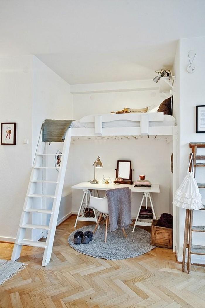 parquet-clair-sol-chambre-adulte-avec-lit-mezzanine-en-bois-tapis-gris-rond