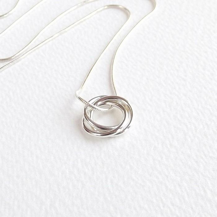 pendentif-argent-cercles-eternels-toujours-resized