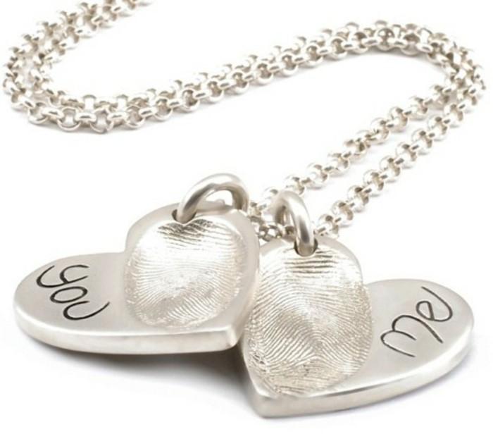 pendentif-argent-deux-coeurs-amoureux-empreintes-des-doigts-resized