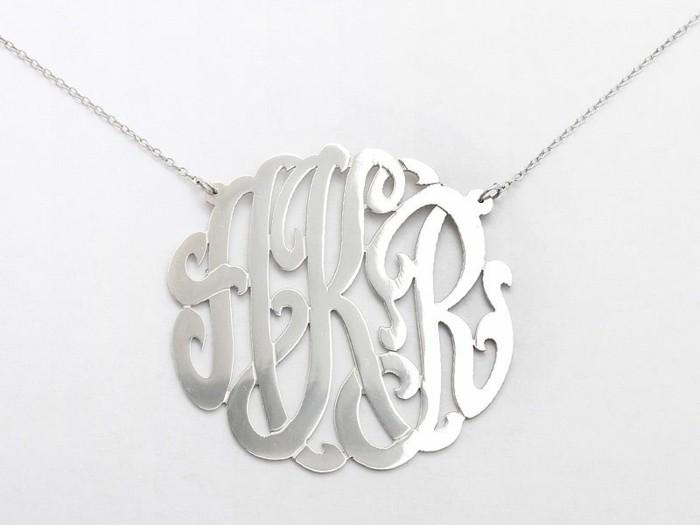pendentif-argent-monograme-stylisee-resized