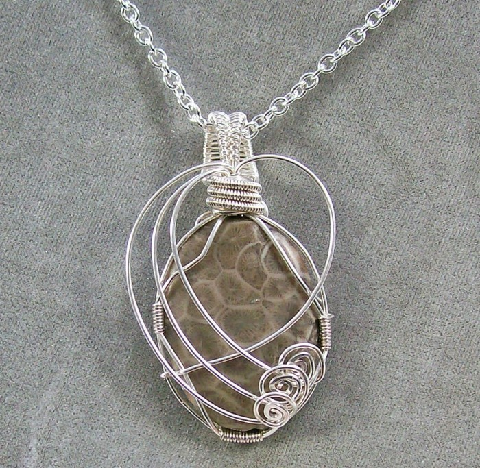 pendentif-argent-pierre-couverte-de-fils-d-'argent-resized