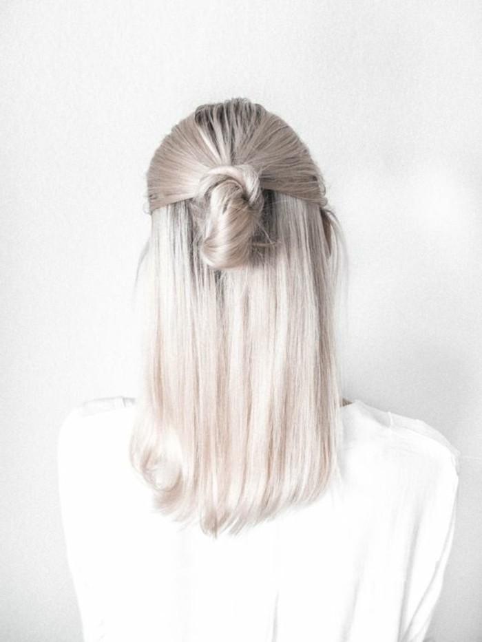 petit-chignon-romantique-pour-cheveux-gris-tendances-de-la-mode-tutoriel-coiffure-femme