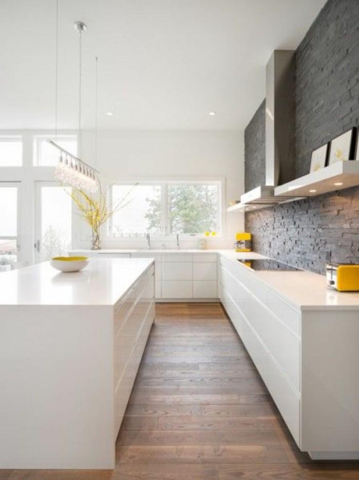 pierres-de-parement-de-couleur-gris-pour-la-cuisine-sol-en-parquet-clair-meubles-de-cuisine
