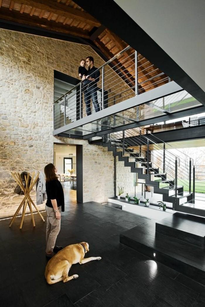 pierres-de-parement-interieur-sol-en-dalles-noires-interieur-moderne-escalier-d-interieur