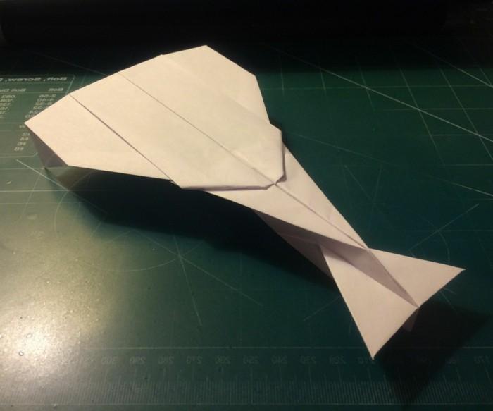 plage-avion-papier-avion-en-papier-facile-pliage-avion-papier