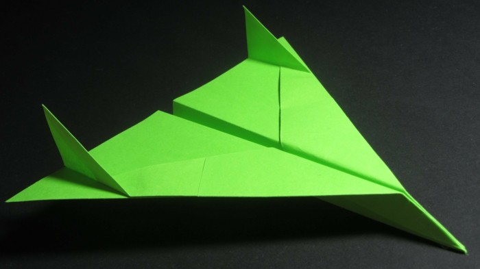 pliage-avion-faire-un-avion-en-papier