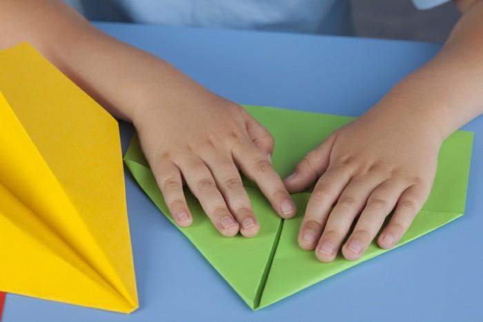 pliage-avion-papier-a4-comment-faire-un-avion-en-papier