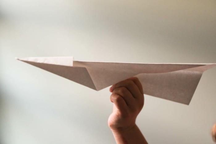 pliage-avion-papier-avion-en-papier-facile