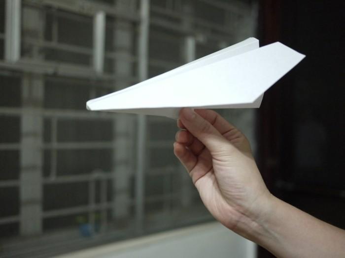 pliage-avion-papier-avion-en-papier-qui-vole-bien-avion-en-papier-planeur