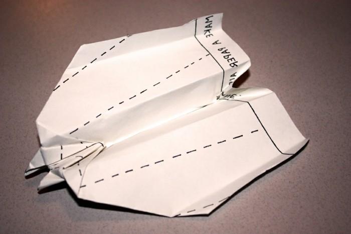 pliage-papier-avion-papier-origami-avion