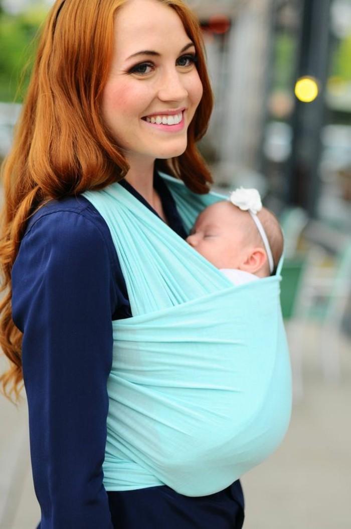 portage-bébé-en-écharpe-porte-bebe-kengourou-en-tissu-couleur-bleu