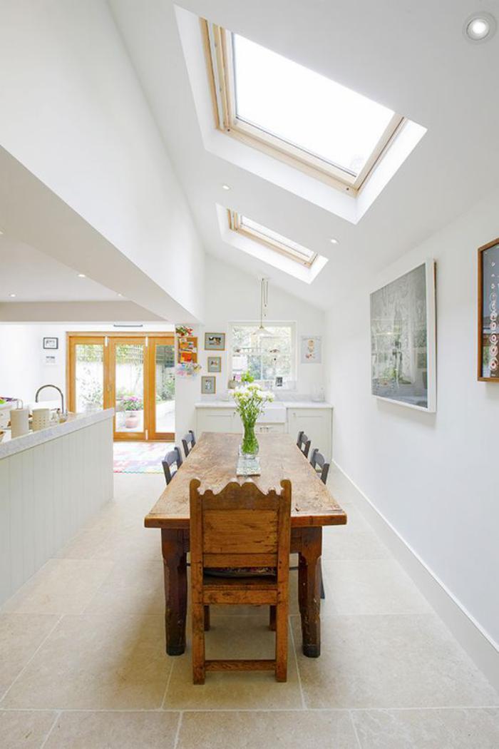 puits-de-lumière-belle-cuisine-avec-puits-de-lumière-au-toit-incliné