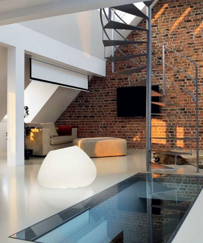 puits-de-lumière-dalle-de-sol-en-verre-espace-loft-escalier-tournant-industriel