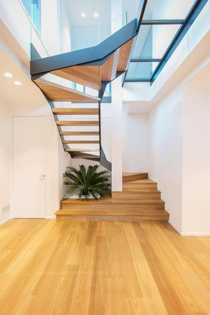 Utiliser le puits de lumi re pour transformer son int rieur - Transformer un escalier en bois ...