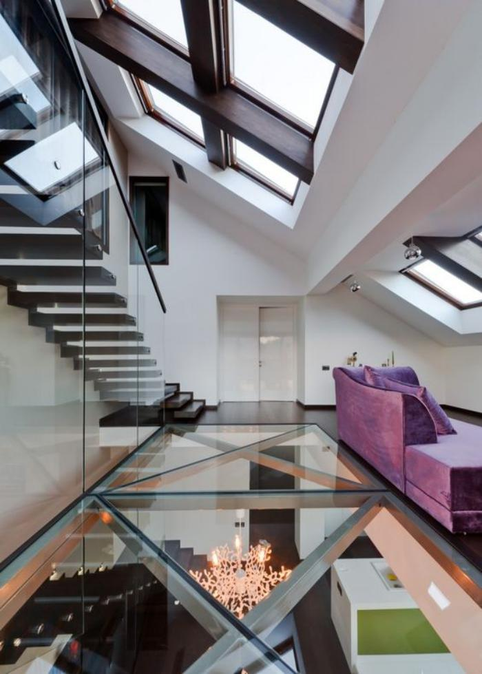 puits-de-lumière-duplex-artistique-escalier-flottant-qui-mène-au-toit