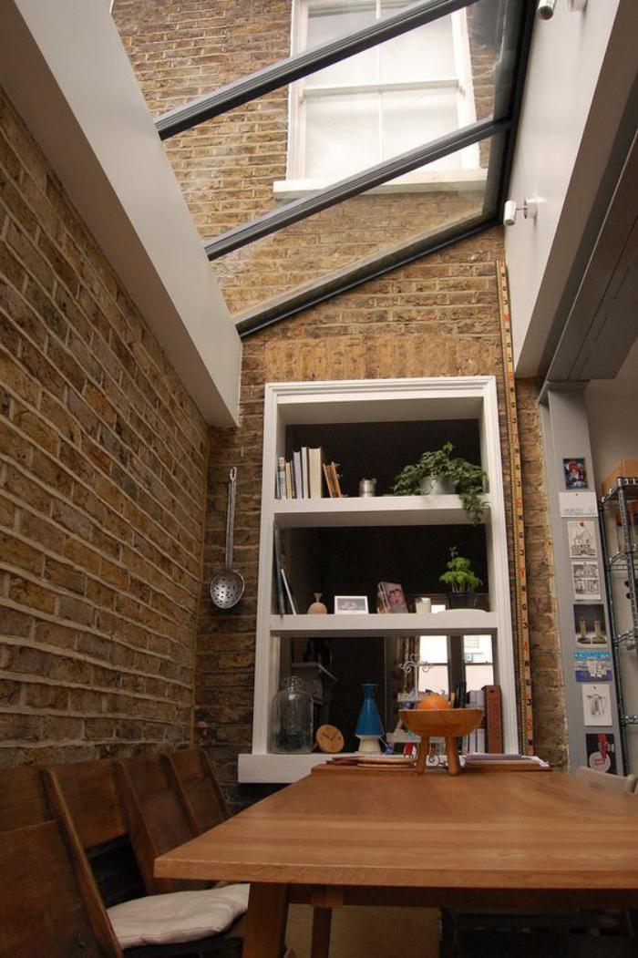 puits-de-lumière-fenêtres-inclinées-mur-briques