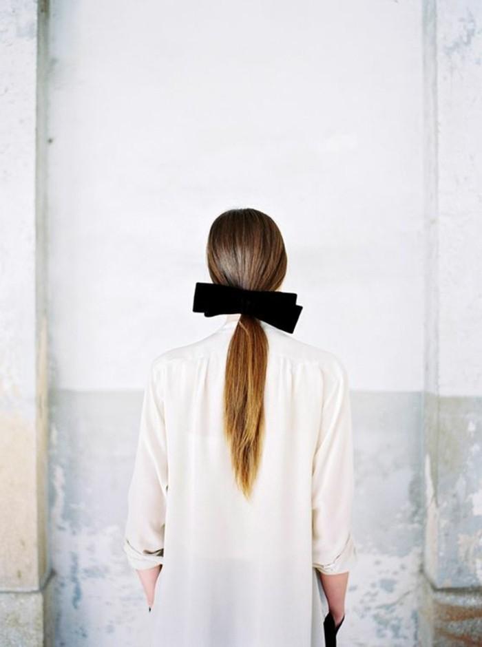 queue-de-cheval-ruban-noir-coiffure-rapide-coiffure-originale-femme-tendance-coiffure-2016