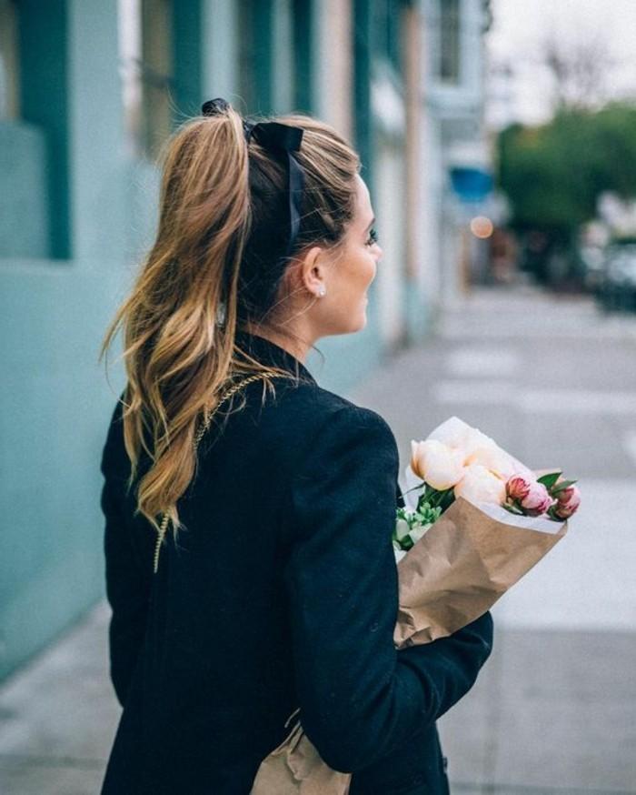 queue-de-cheval-ruban-noir-coiffure-rapide-coiffure-originale-femme