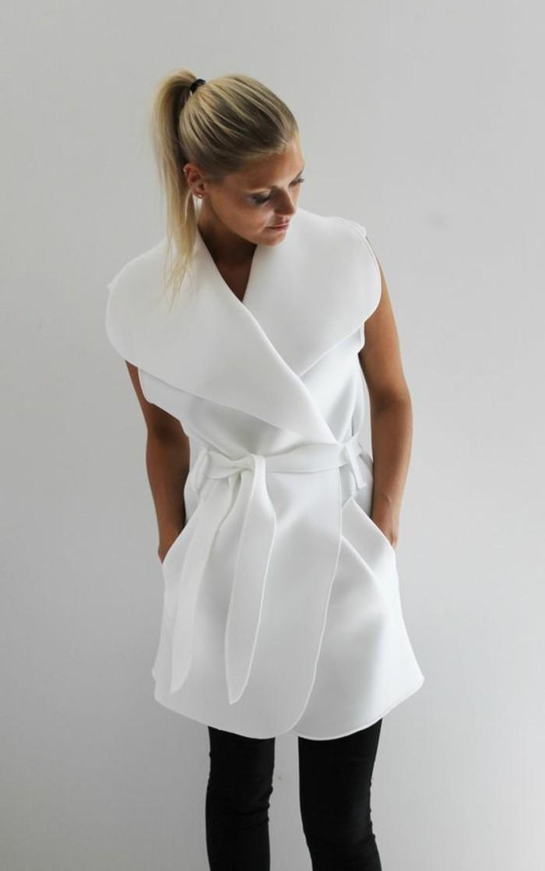 quoi-porter-quotidiennement-veste-légère-femme-blanc-chemise