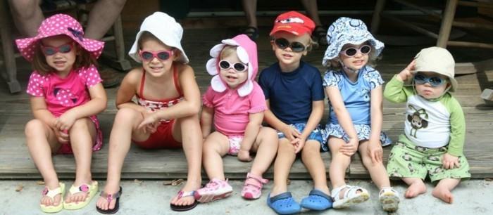 rayban-enfant-grand-groupe-joyeux-et-souriant-aux-chapeaux-resized