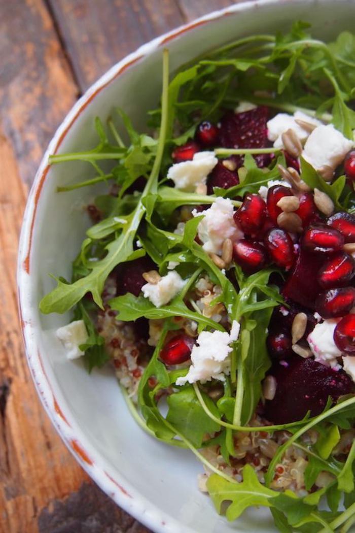 repas-diététique-salade-de-fruits-légumes-et-graines