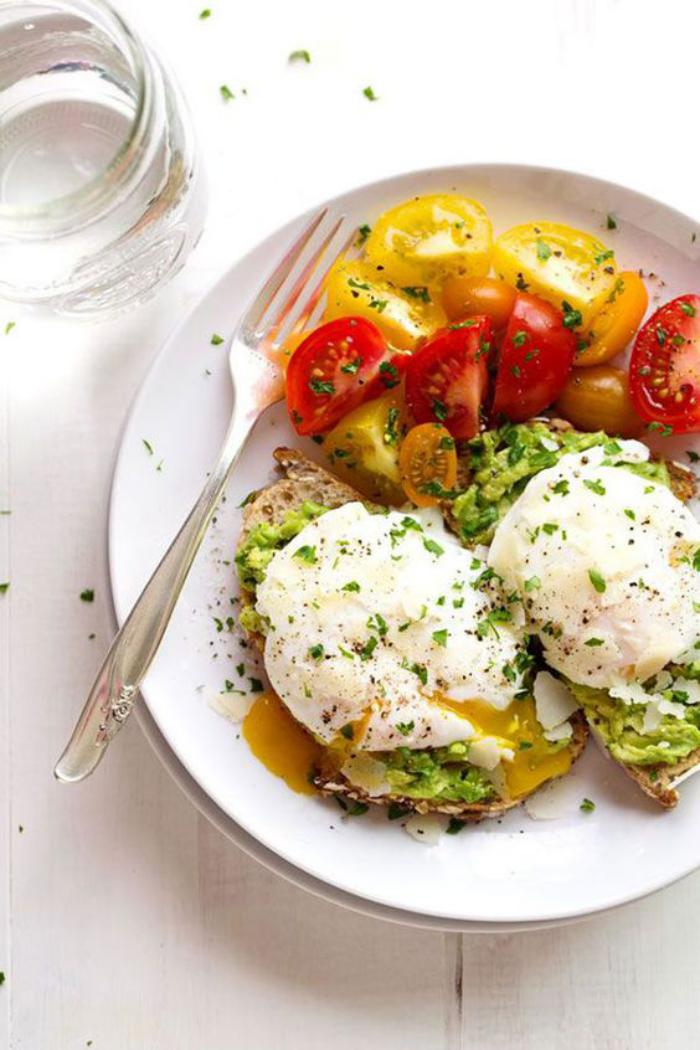 repas-diététique-et-détoxe-tartines-salées-garnies-de-tomates